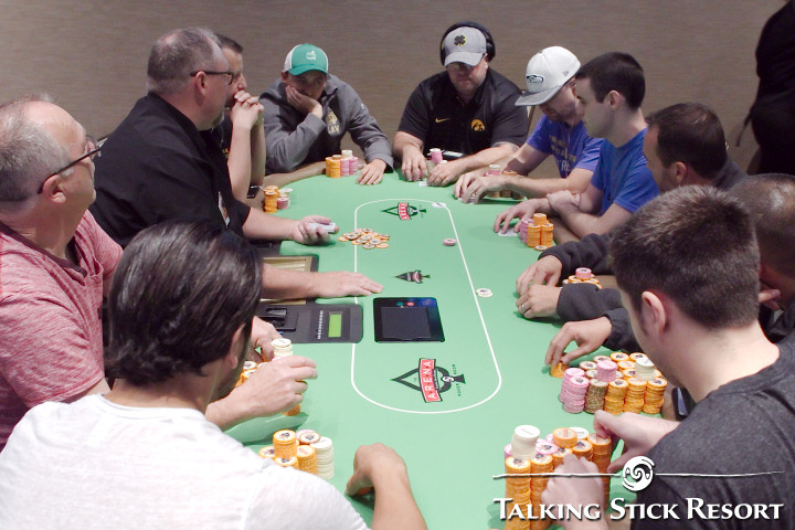 How many chips to give in texas holdem